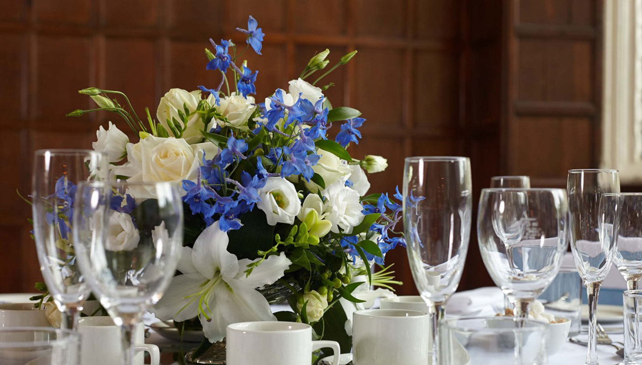 table-setting-with-flowers-